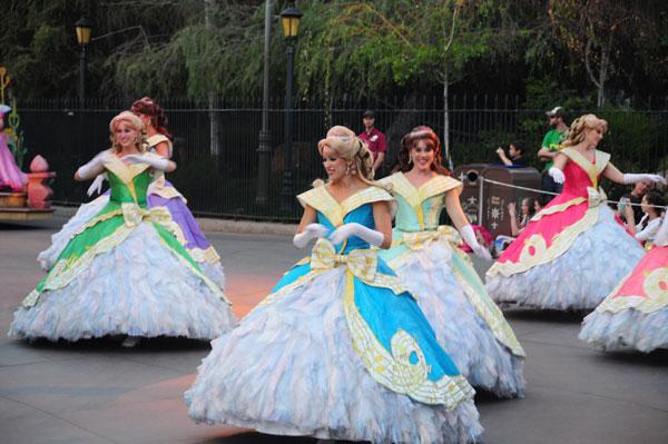 And in between: dancing Princesses. Because PRINCESSES!!!!!